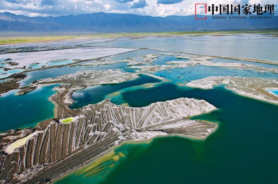 大柴旦盐湖,位于青海省海西蒙古族藏族自治州大柴旦镇境内,盐湖总面积