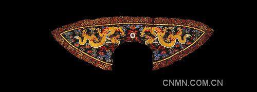 清朝皇帝除在礼服,吉服上大量使用龙纹图案外,在戎服和其他服饰上