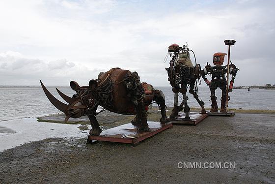 法国艺术家巧用废旧金属钢铁铝制成金属动物雕塑