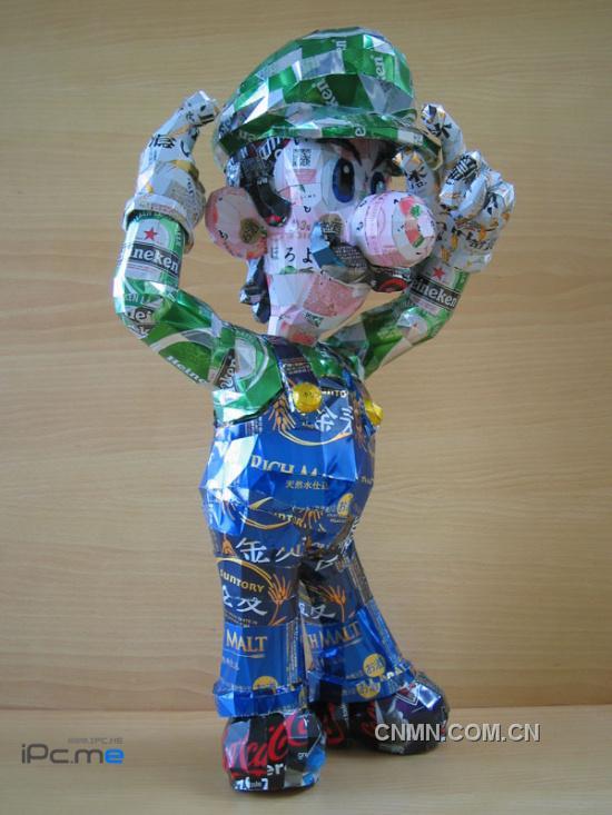 铝罐制成的动物和卡通人物 长春下岗工人8年创作4000件易拉罐艺术品