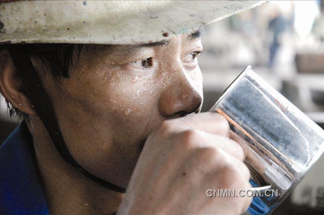 大冶有色李煌摄影作品:劳动的汗水