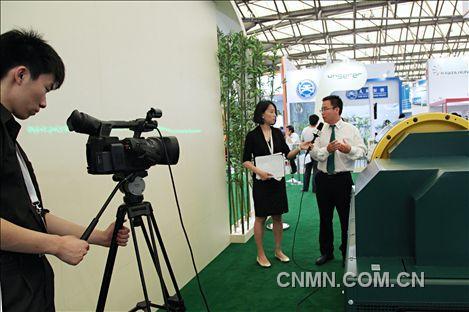 2013年中国国际铝工业展花絮020·中国有色金属报记者访恩勒精密设备有限公司左进先生