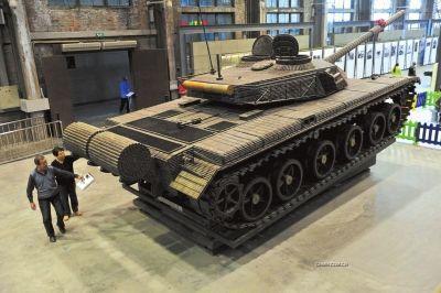 一款由弹壳拼装的1:1比例的99式坦克模型亮相沈阳中国工业博物馆.