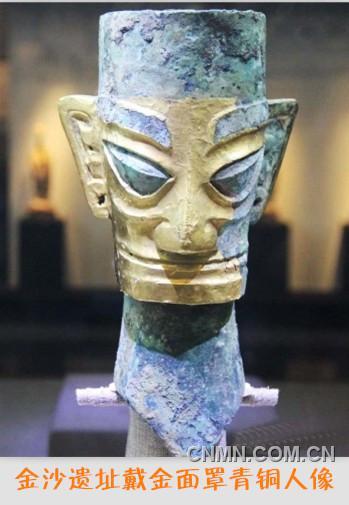 戴金面罩青铜人像