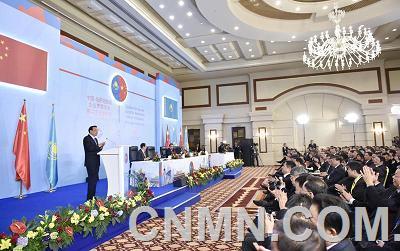 总理力荐中国装备 助力哈国基础设施建设