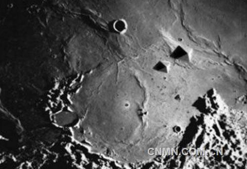 美国二战飞机离奇出现在月球表面,月球背面暗藏的外星人基地和城市