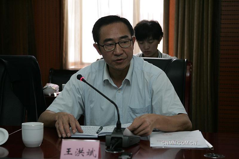 王洪斌受省委组织部委托,宣布云锡控股公司党委书记张涛担任公司董事长