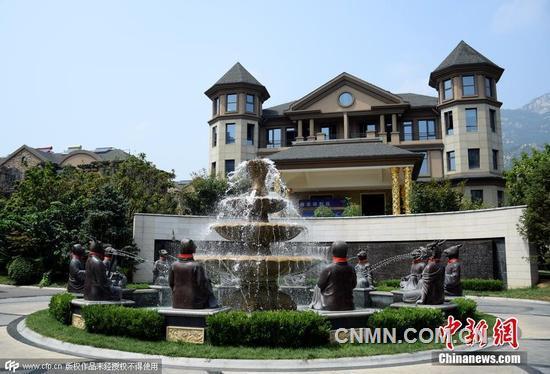 山东一豪宅重建十二生肖兽首铜像喷泉