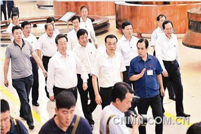 2015年9月23日下午,时隔6年之后,中共中央政治局常委、国务院总理李克强考察河南,再次把他的中原第一站选在了洛阳、选在了中信重工。