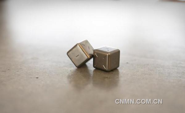 好设计:钛合金骰子 宇宙飞船即视感