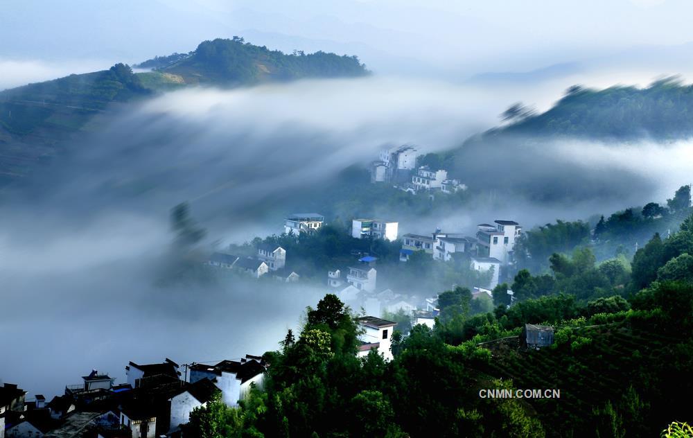 晨雾里的村庄