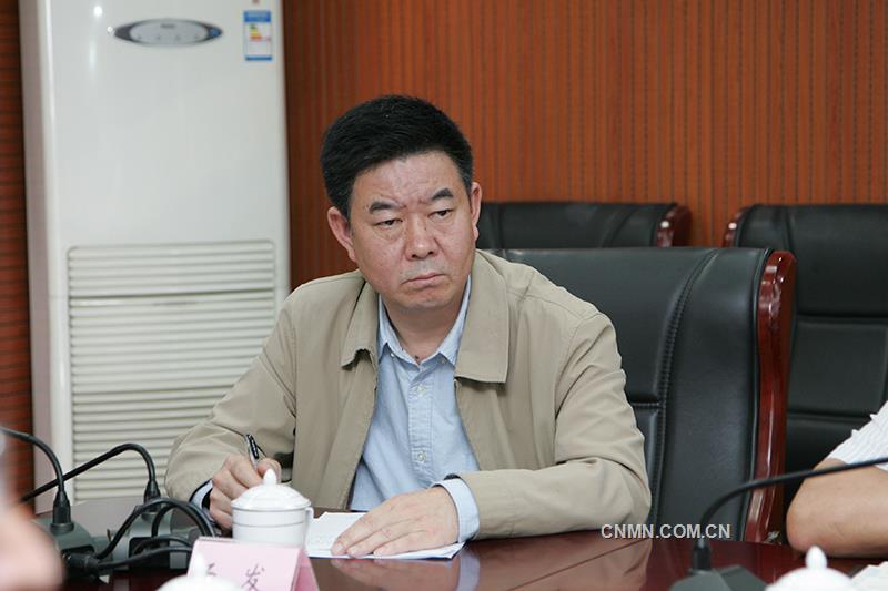新任职的云锡控股公司党委委员、党委常委、工会主席候选人汤发作表态发言。