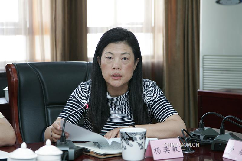 新任职的云锡控股公司董事、副董事长杨奕敏作表态发言。