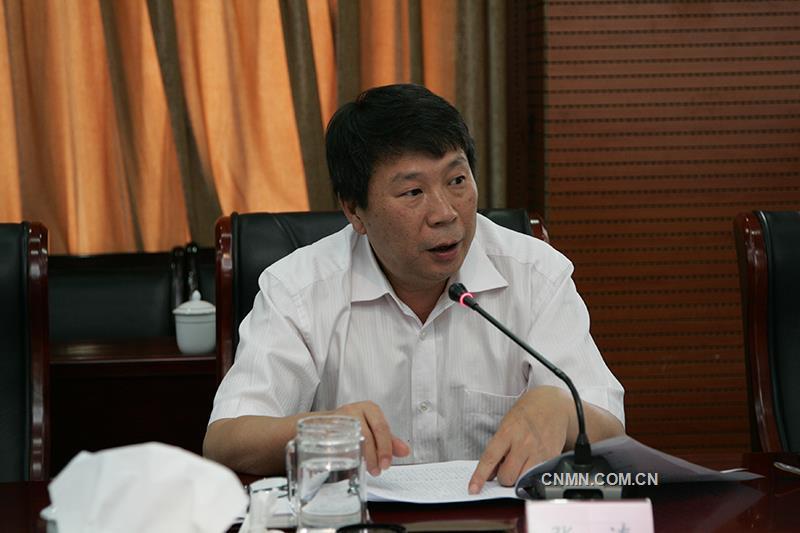 云锡控股公司党委书记、董事长张涛主持会议,并代表领导班子发言。