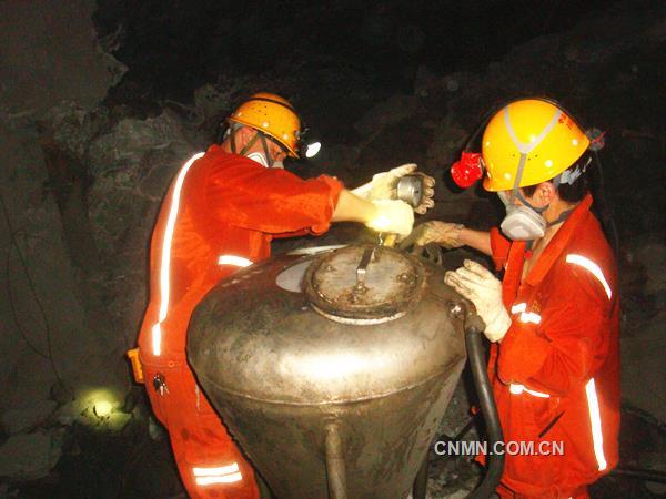 冬瓜山铜矿中孔装药量突破400吨