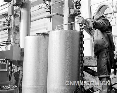 贵州分公司试生产直径533毫米合金棒一次成功