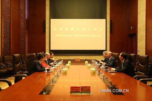 何文波会见德意志银行集团首席执行官约翰·克莱恩