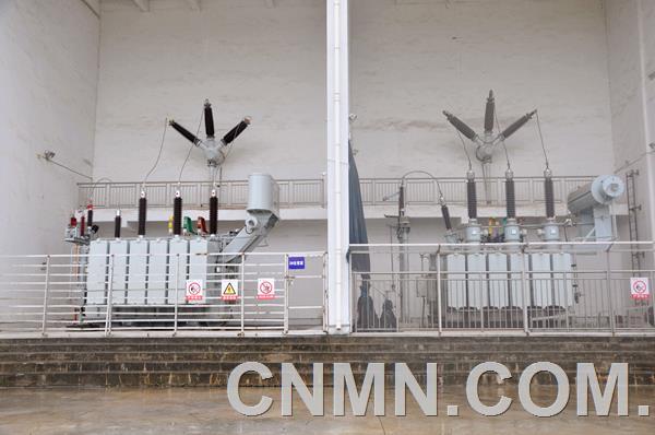 日前,安徽铜冠铜箔有限公司110kV变电所2号变压器增容扩建工程通过池州市供电局验收,并于8月1日一次性送电成功。