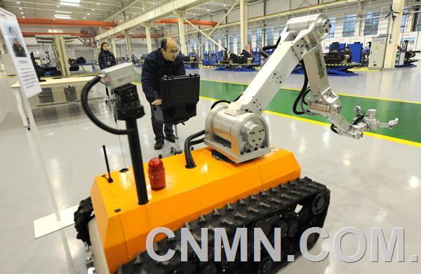 中信重工持续推进中型排爆机器人产品优化