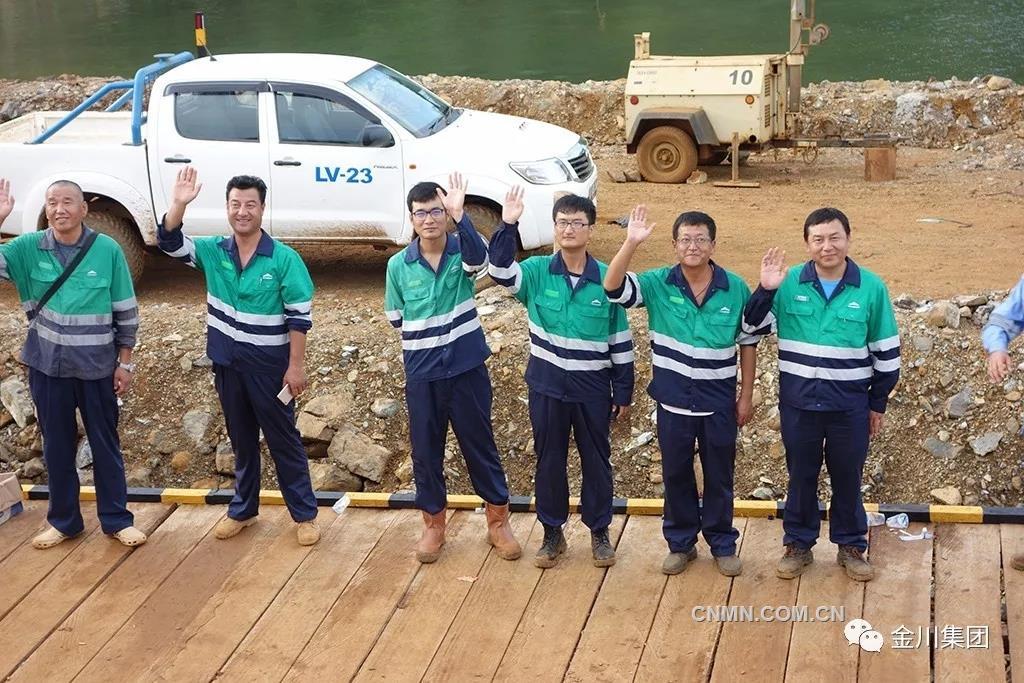 """2016年11月25日,印尼金川WP&RKA红土镍矿项目正式在奥比岛上开工建设。该项目被国家发改委列入中国—印尼""""一带一路""""政府间国际产能合作重点项目,也是国家提出""""一带一路""""倡议以来甘肃省首个开工建设的境外项目。"""