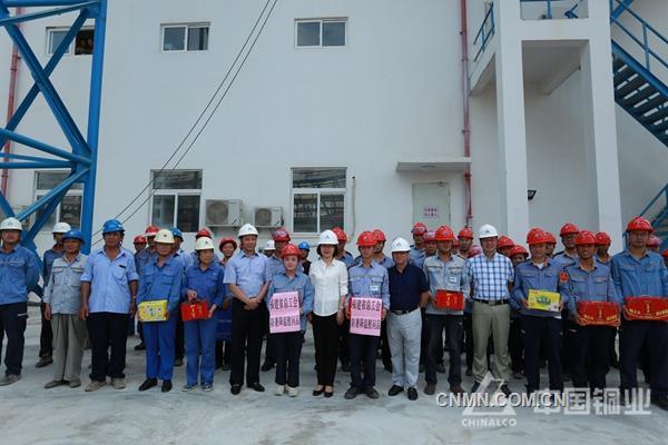福建省总工会副主席张彩珍到东南铜业送清凉
