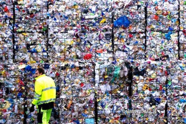 """中国洋垃圾禁令一周年 东南亚""""接盘国""""不堪重负"""