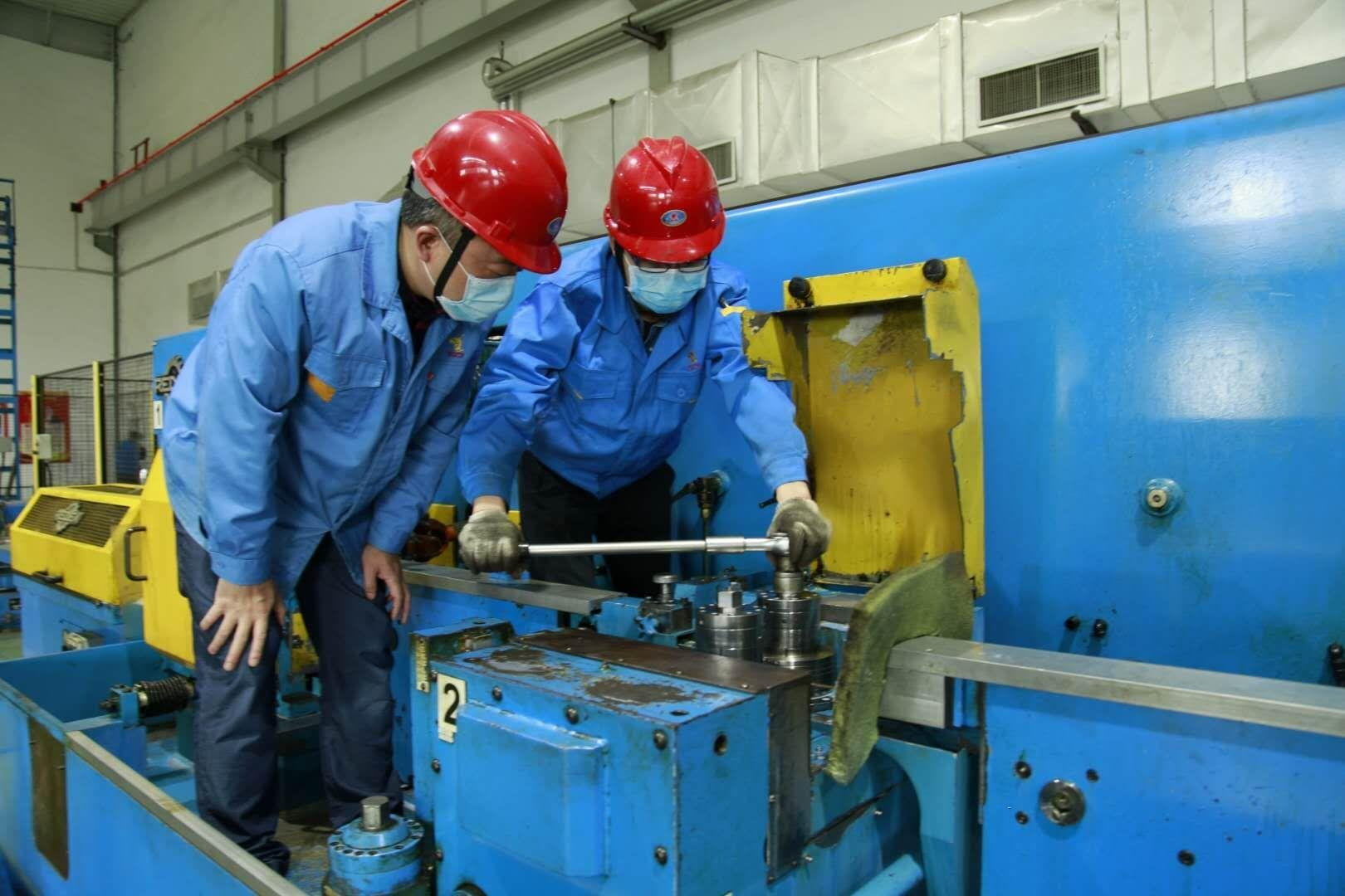 复工抢修一线 党员冲锋在前——铜冠铜箔公司换位线工场维修小记