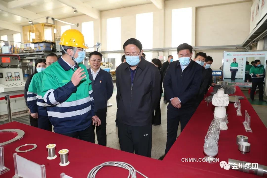 4月14日,甘肃省政协党组书记、主席欧阳坚到金川集团公司调研。他要求科研单位不断提高研发能力,对内做好科研服务,对外扩大合作,做好技术推广,更好地体现科研工作和科研人员价值。