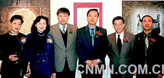 画家与嘉宾合影(左三为中国驻多伦多文化领事项晓伟,右二为国际佛光会多伦多会长)1