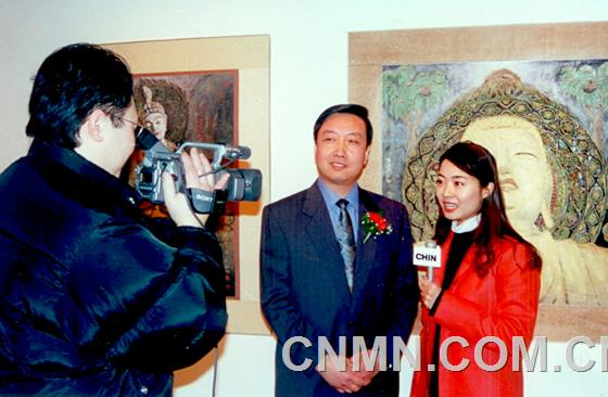 画家接受电视台采访1