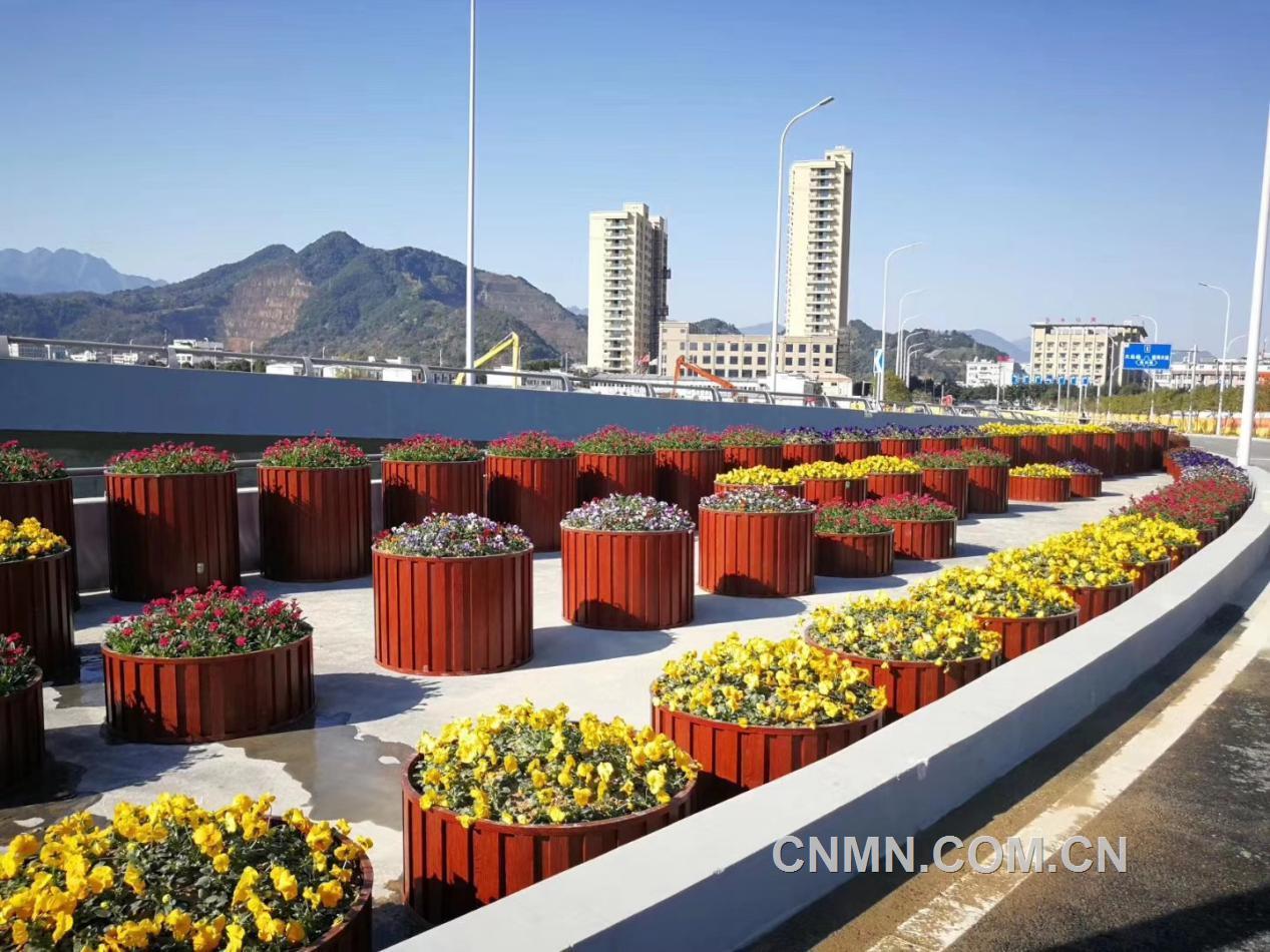 【扩大铝应用】铝合金花箱——城市的亮丽风景线