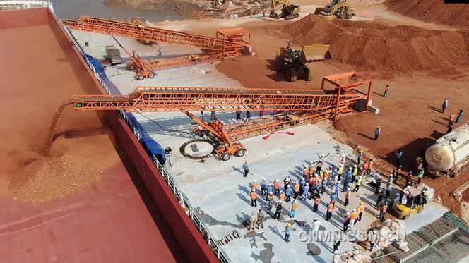 中铝几内亚博法项目首艘30万吨级铝土矿船靠泊日照港