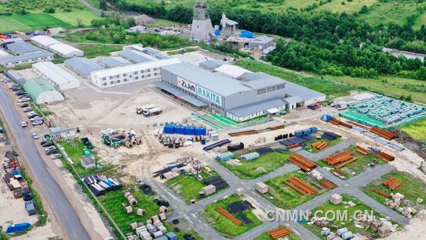 6月16日,紫金矿业100%持有的塞尔维亚丘卡卢-佩吉铜金矿上部矿带采选项目获得塞尔维亚矿业与能源部颁发的选矿设施试生产许可,进入试生产阶段,这是紫金矿业今年建成投产的第二座世界级矿山。