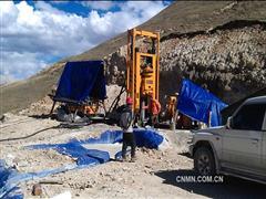 湖南有色重机天井钻机成功登顶海拔5200米高峰