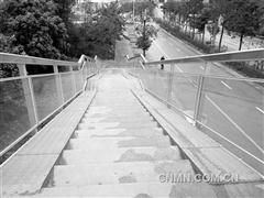南宁3年新增18座铝合金天桥