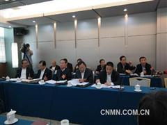 全国政协委员、 甘肃省国资委主任李沛兴参加经济界小组讨论