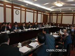 全国政协委员、中国矿业大学校长姜耀东就科技创新等问题进行小组发言