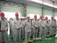 南山铝业:举行首批波音航空板材出厂仪式